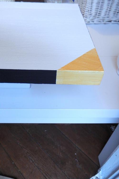 relooker ses étagères: un triangle doré