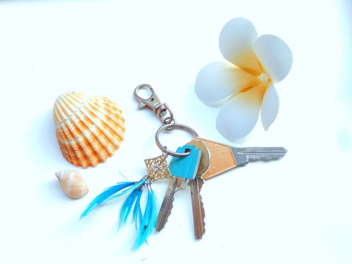 Pimp tes clés : un porte-clés avec des bijoux recyclés.