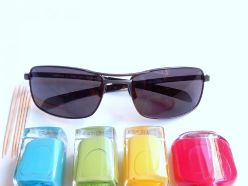 customiser ses lunettes avec du vernis