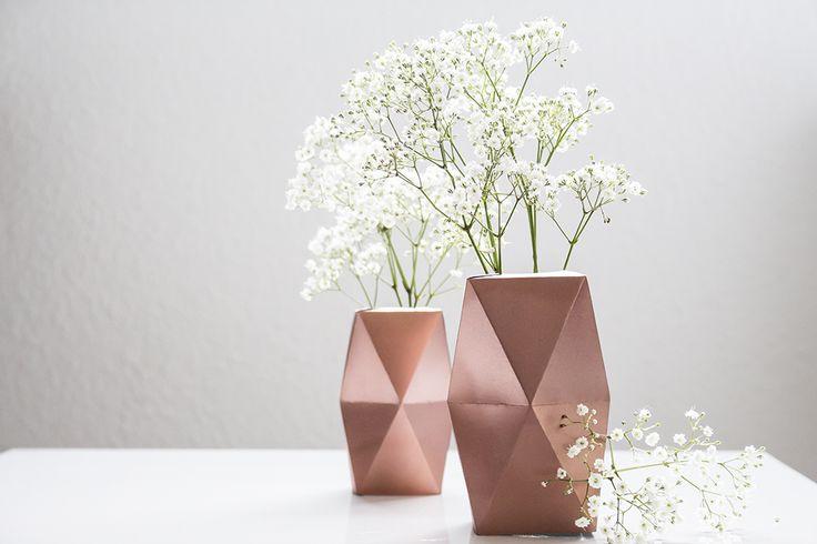 vase scandinave cuivré par Leanna Earl