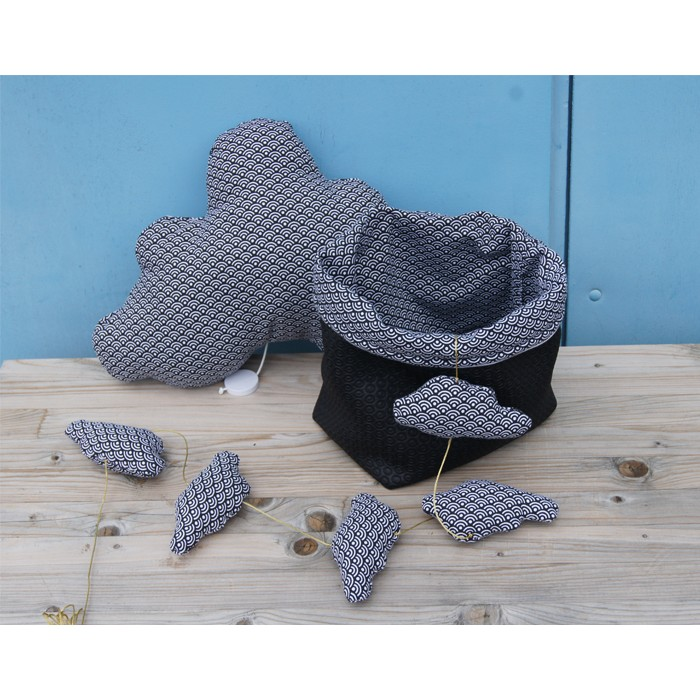 guirlande-nuages-tissu-ecaille - Copie.jpg