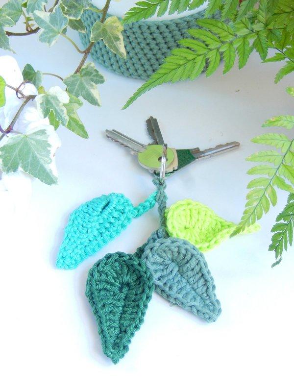 DIY un porte-clés feuilles au crochet 2