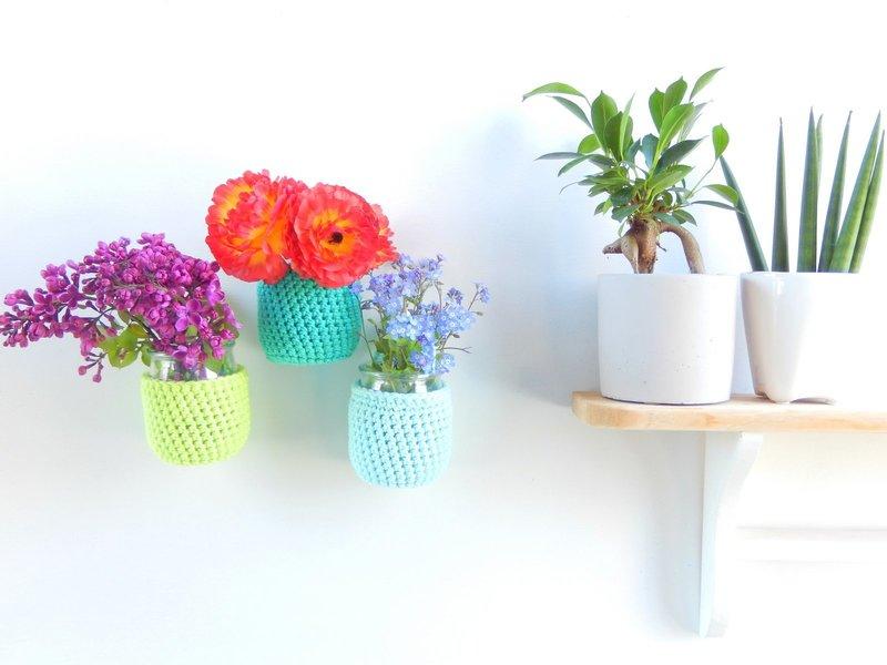 diy des vases muraux au crochet