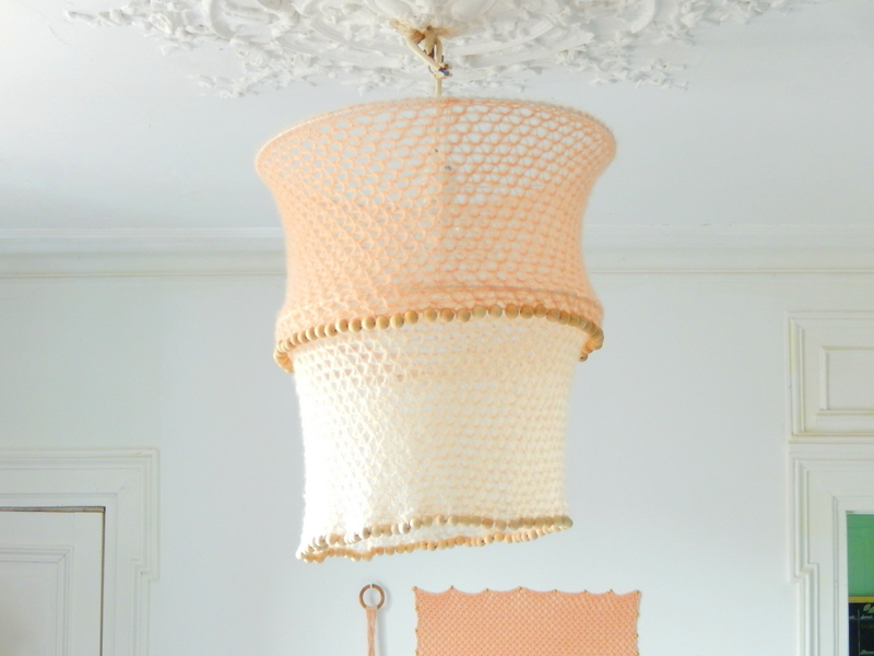 diy d co un lustre boh me au crochet mon carnet d co. Black Bedroom Furniture Sets. Home Design Ideas