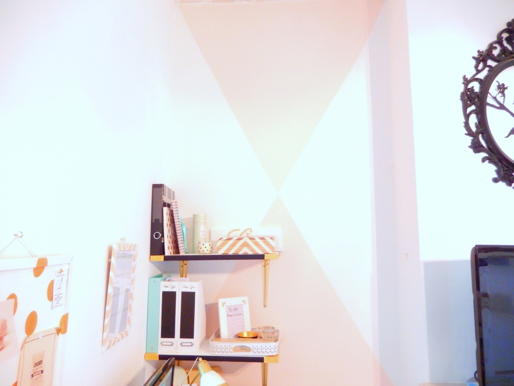 diy peindre des triangles sur un mur mon carnet d co diy organisation du quotidien. Black Bedroom Furniture Sets. Home Design Ideas
