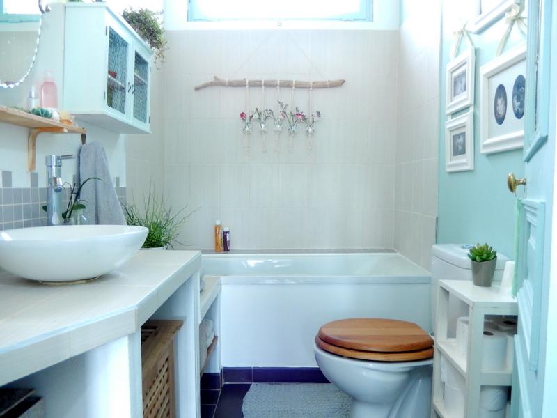 Lorsque nous sommes arriv s la salle de bain tait recouverte de - Tour de rangement salle de bain ...