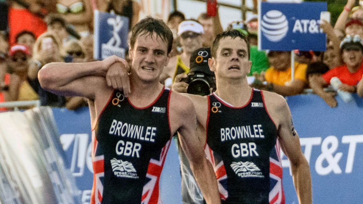 alistair-brownlee-aide-frere-triathlon.jpg