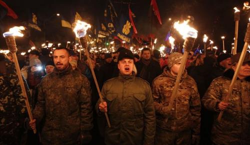 2024-01-01T180550Z_724448569_GM1EB12056A01_RTRMADP_3_UKRAINE-CRISIS marche aux flambeaux kiev.JPG