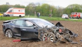 Accident Tesla.PNG