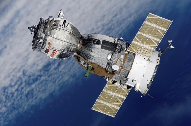 satellite-67718_640.jpg