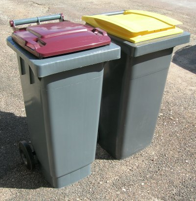 photo_poubelles_rouge_et_jaune.jpg