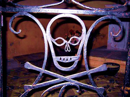 skull-and-bones---Bugarach-.jpg