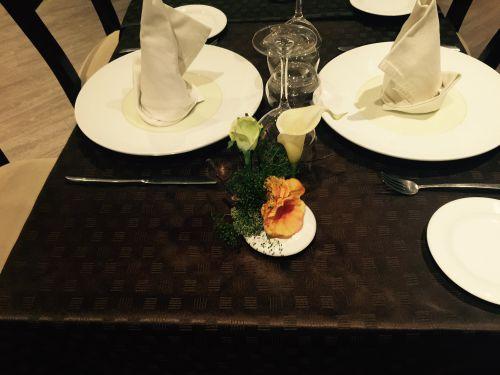 Petit bouquet de table commandé pour un restaurant