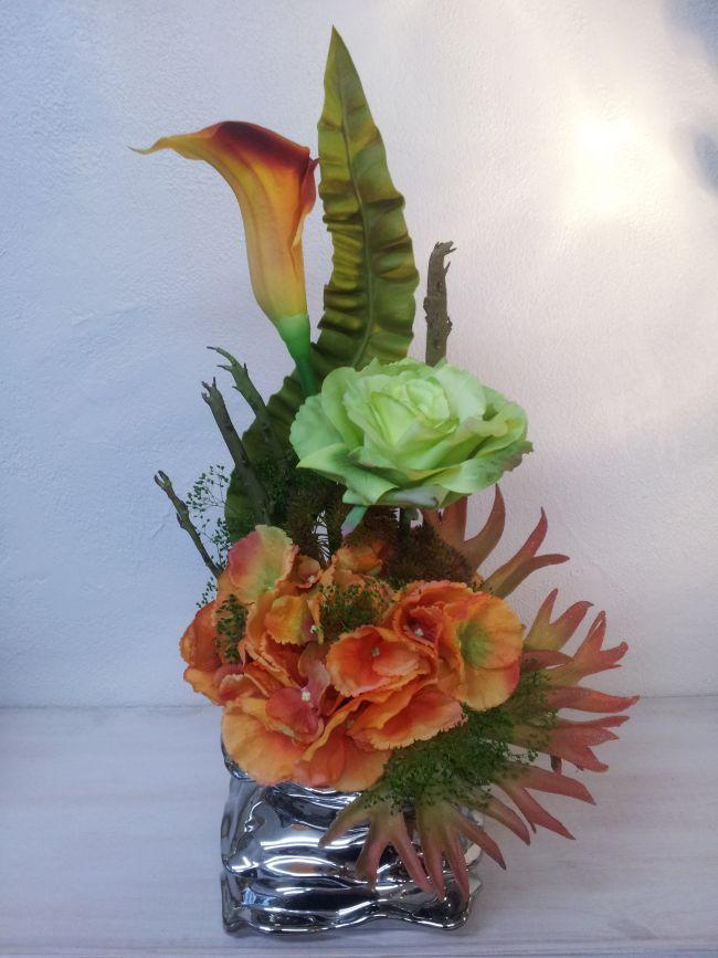 Arum, rose, hortensia et branche de cactus..hauteur 50 cm.