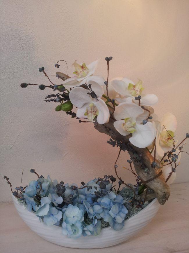 Barque d'hortensia et sa voile d'orchidées...hauteur 38 cm.