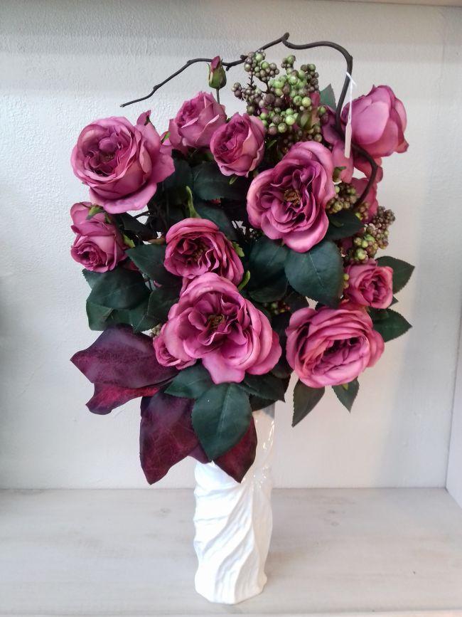 Bouquet de roses et noisetier....hauteur 65 cm.