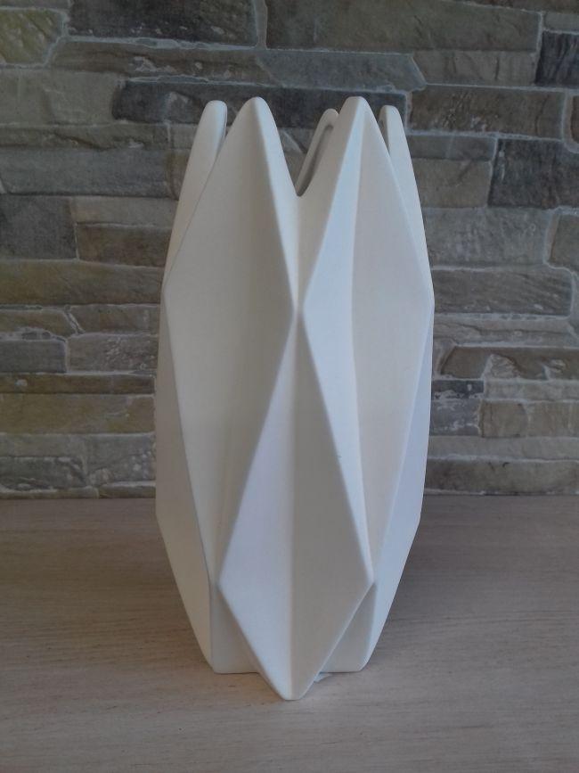 Vase céramique origami. hauteur 24 cm. 35 €