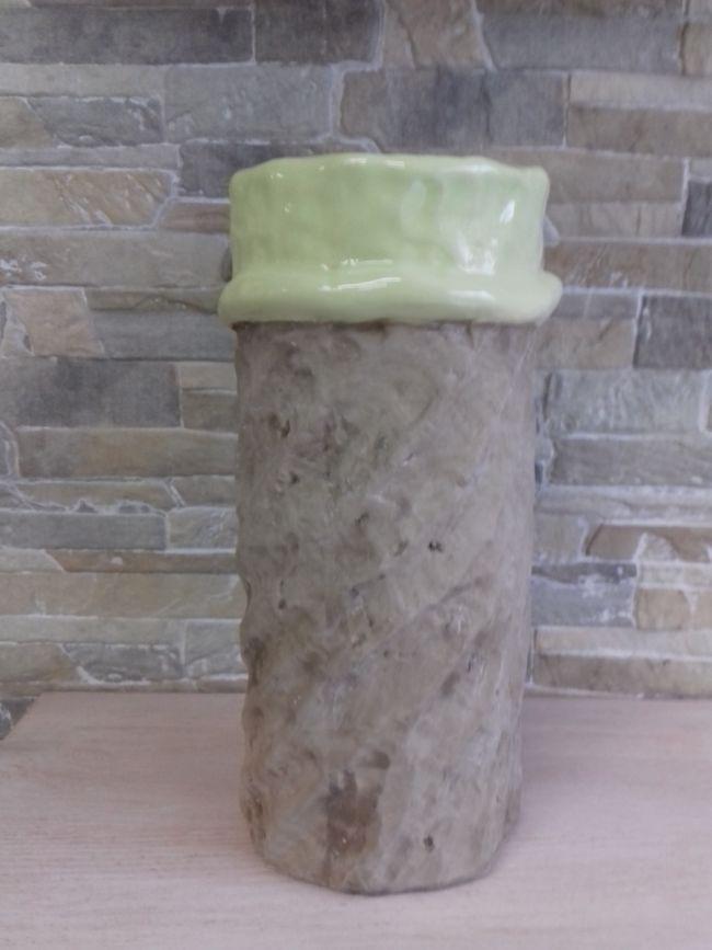 Vase vert/gris, hauteur 27.5 cm. 32 €