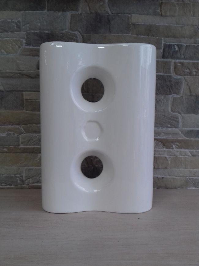 Vase porcelaine, hauteur 25.5 cm . 35 €