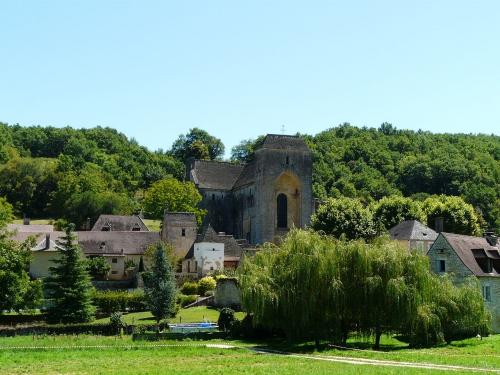 Saint-Amand-de-Coly_village.JPG