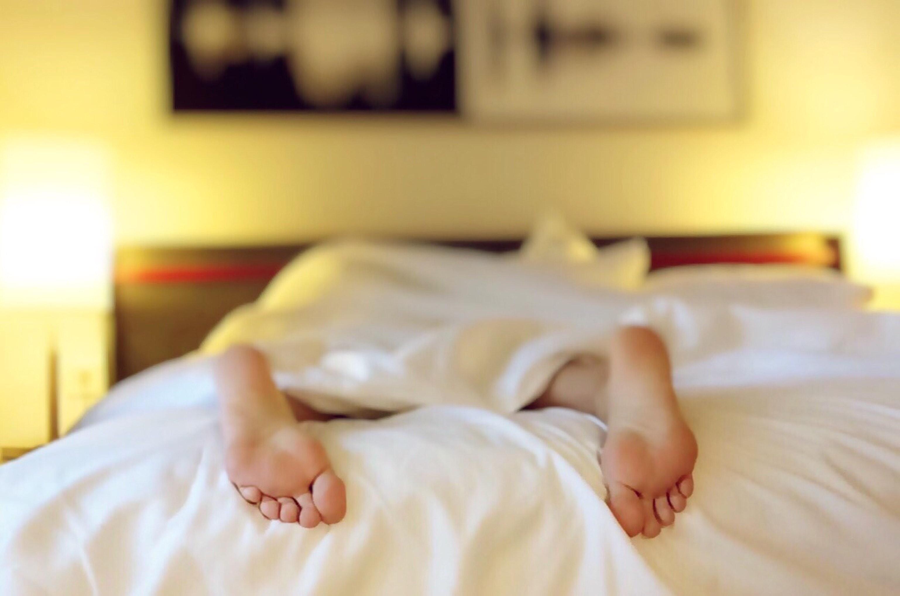 alone-bed-bedroom-blur-271897.jpg