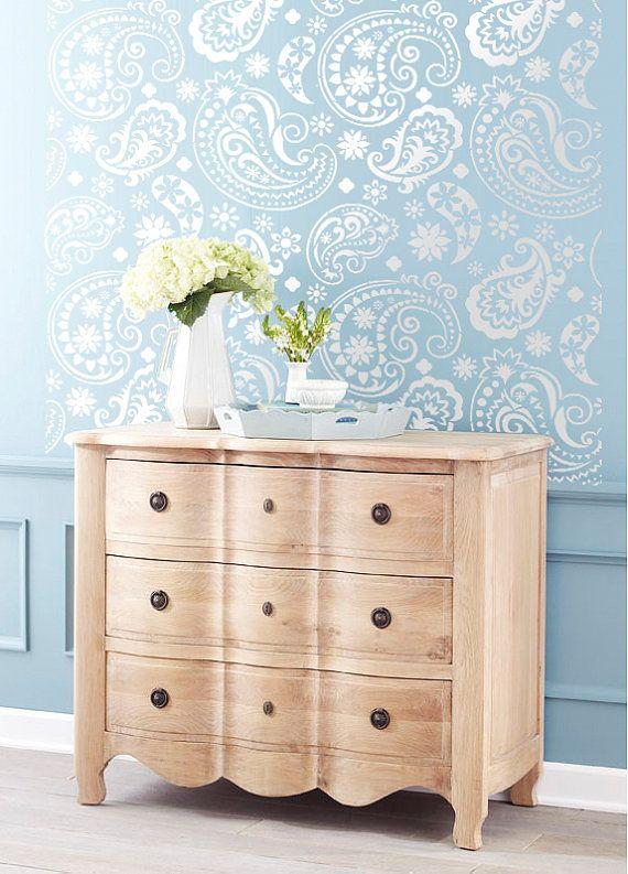 la mani re dont peindre au pochoir bricolage. Black Bedroom Furniture Sets. Home Design Ideas