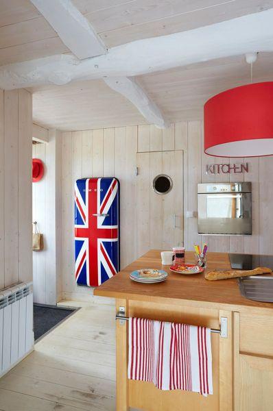 une-cuisine-de-caractere-habillee-de-bois_5139843.jpg