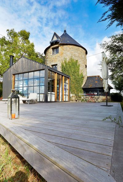 le-vieux-moulin-en-pierre-et-son-extension-lumineuse_5139857.jpg