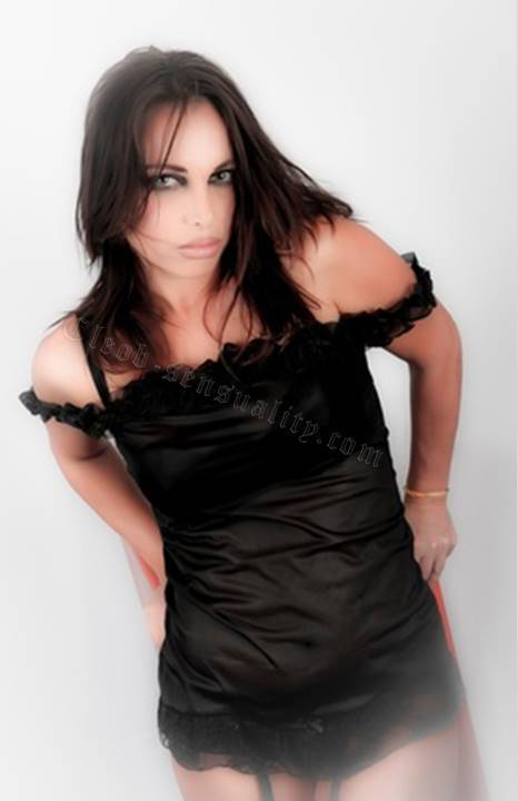 Natacha brune aimant le sexe sans tabou au tel