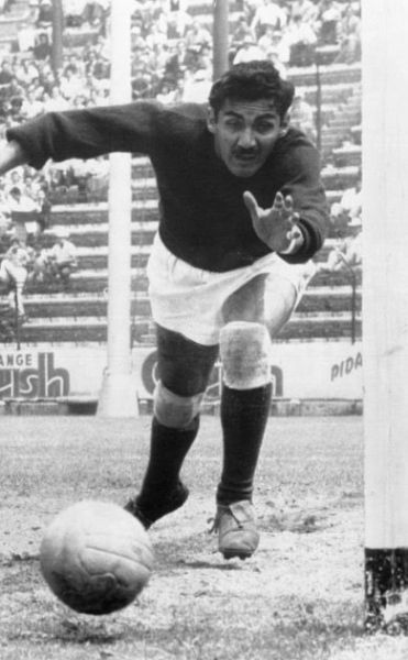 Antonio Carbajal.jpg