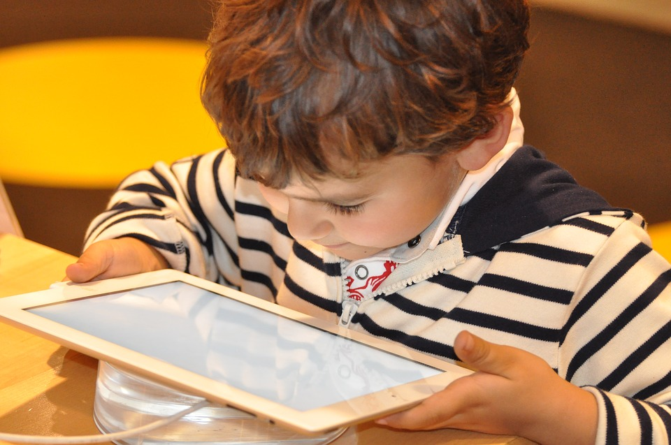 activites-pour-enfants-sur-la-tablette.jpg