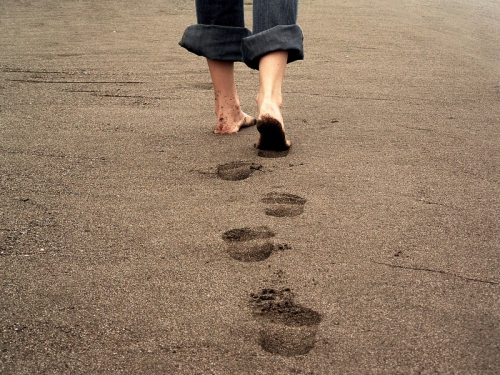 Fotolia_352283_S-personne-marchant-seule.jpg