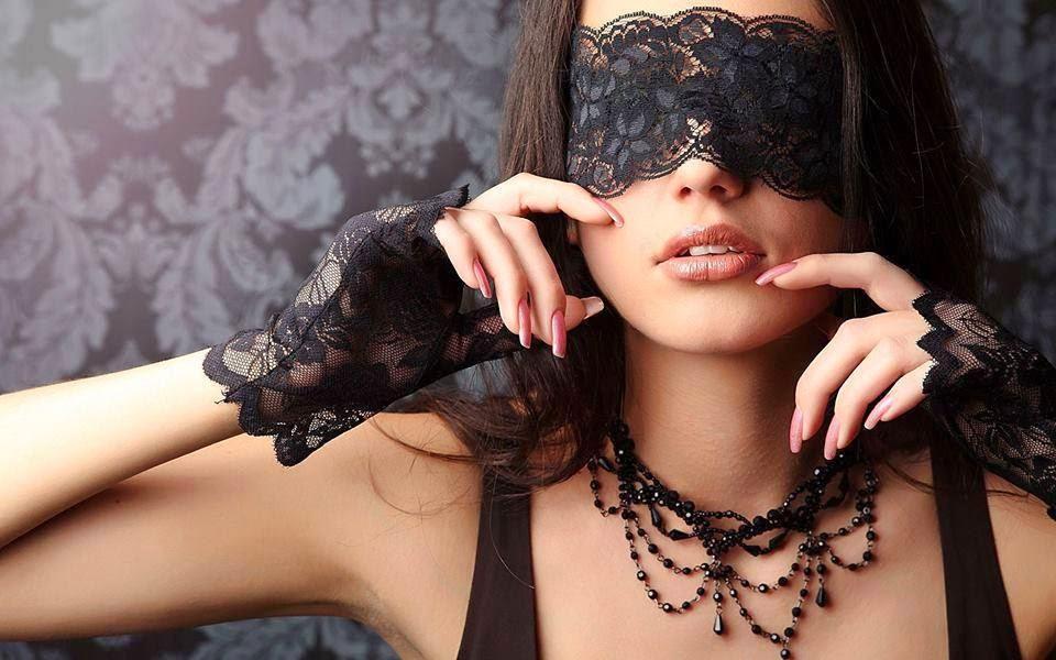 a femme masque.jpg