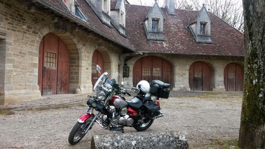 rendez vous devant le Château  pour la 3 montée de la Rochepot