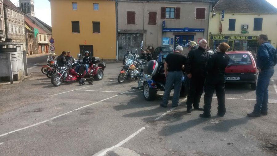 9 motos et 2 trikes , on passe pas inaperçu !!!