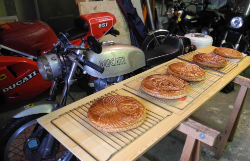 ASSEMBLEE Boutigny. . Galettes 001.jpg