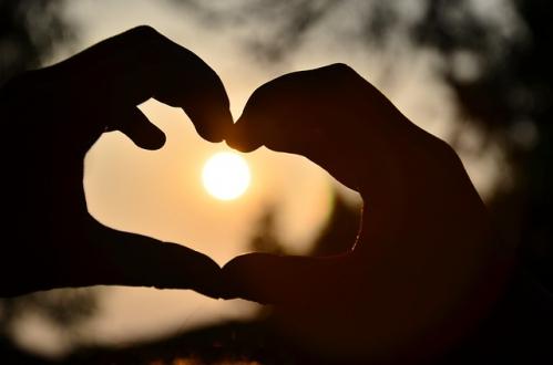 coeur dans soleil couchant