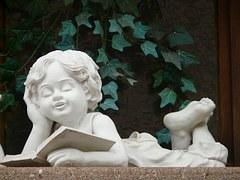 statut garçon lisant un livre