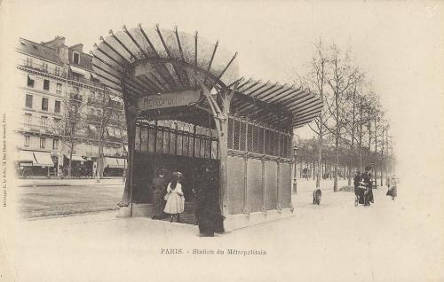 Grande Armée terminus Maillot côté départ sur le trottoir côté XVIème arrondissement (à droite en montant vers Etoile).PNG