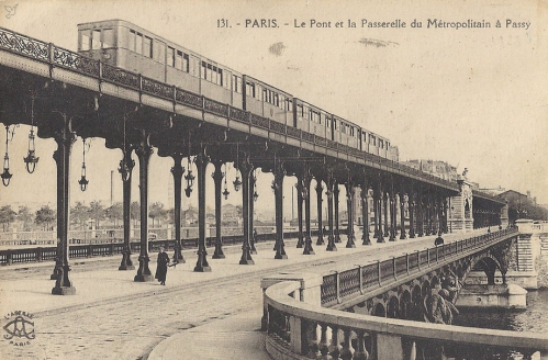Pont et la Passerelle du Métropolitain à Passy.PNG