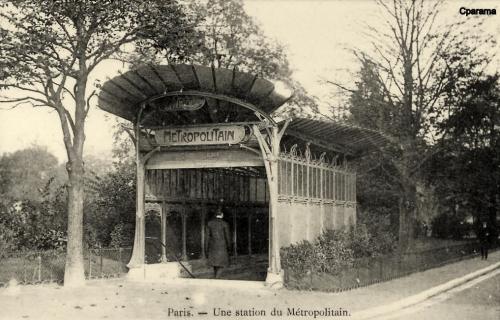 Une station du Métropolitain Porte Dauphine.PNG