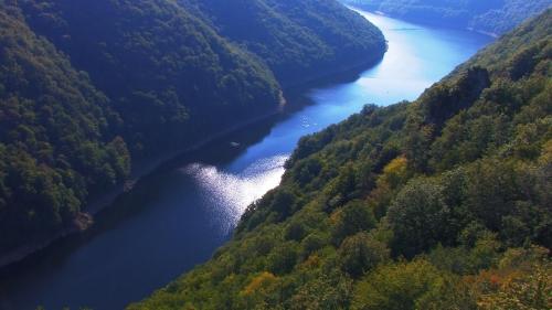La Rivière Bleue en Auvergne.jpg