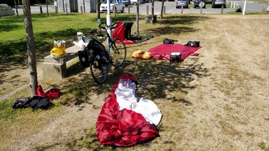 Pose de midi, séchage de la tente