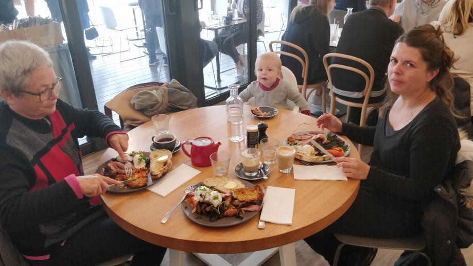 Breakfast au River Deck Restaurant