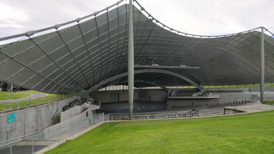 Salle de concerts dans le jardin botanique