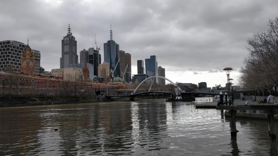 Melbourne sous un ciel bas et lourd