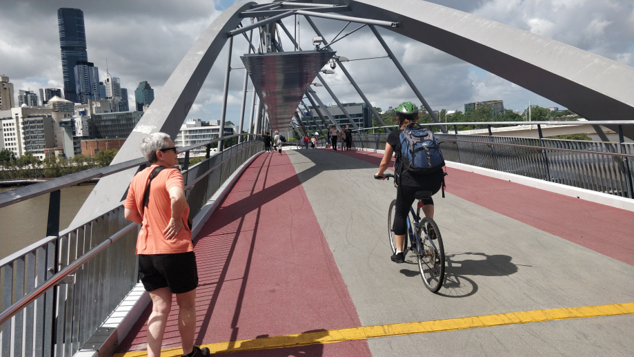 Traversée de la Brisbane River par la passerelle piétons/vélos