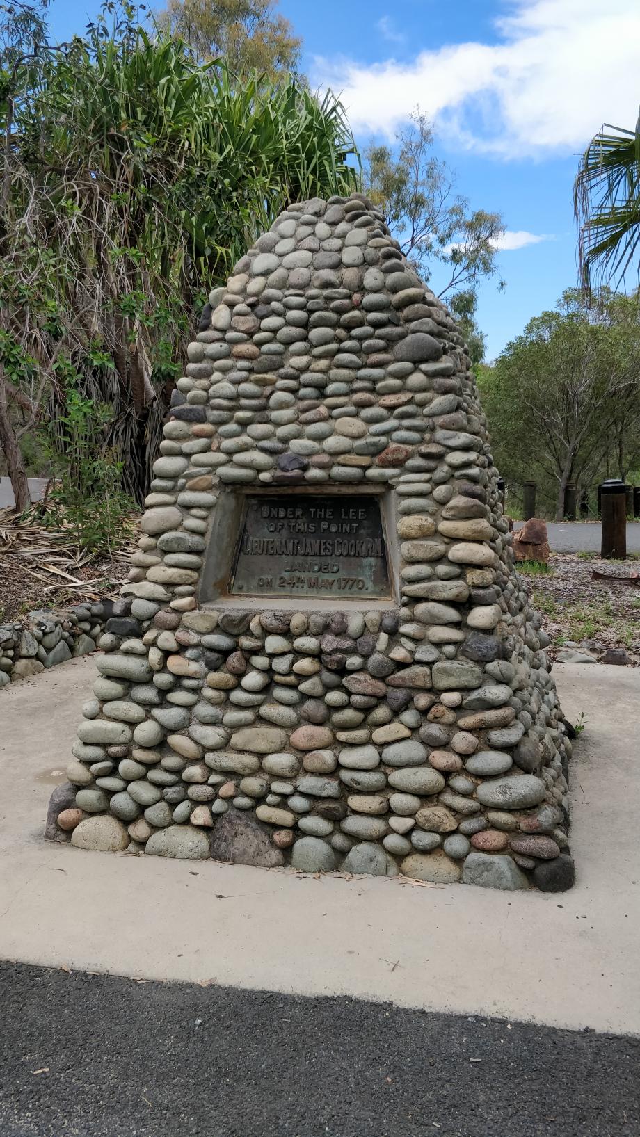 Le cairn dédié au jeune lieutenant Cook