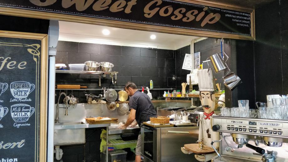 Sweet Gossip est le nom de sa boutique.