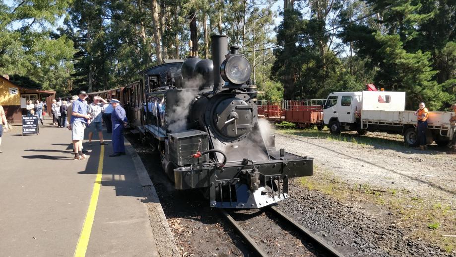 Ce train transporte des passagers chaque jour jusqu'à Melbourne